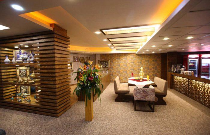 تور لوکس اصفهان هتل آوین با قطار و هواپیما