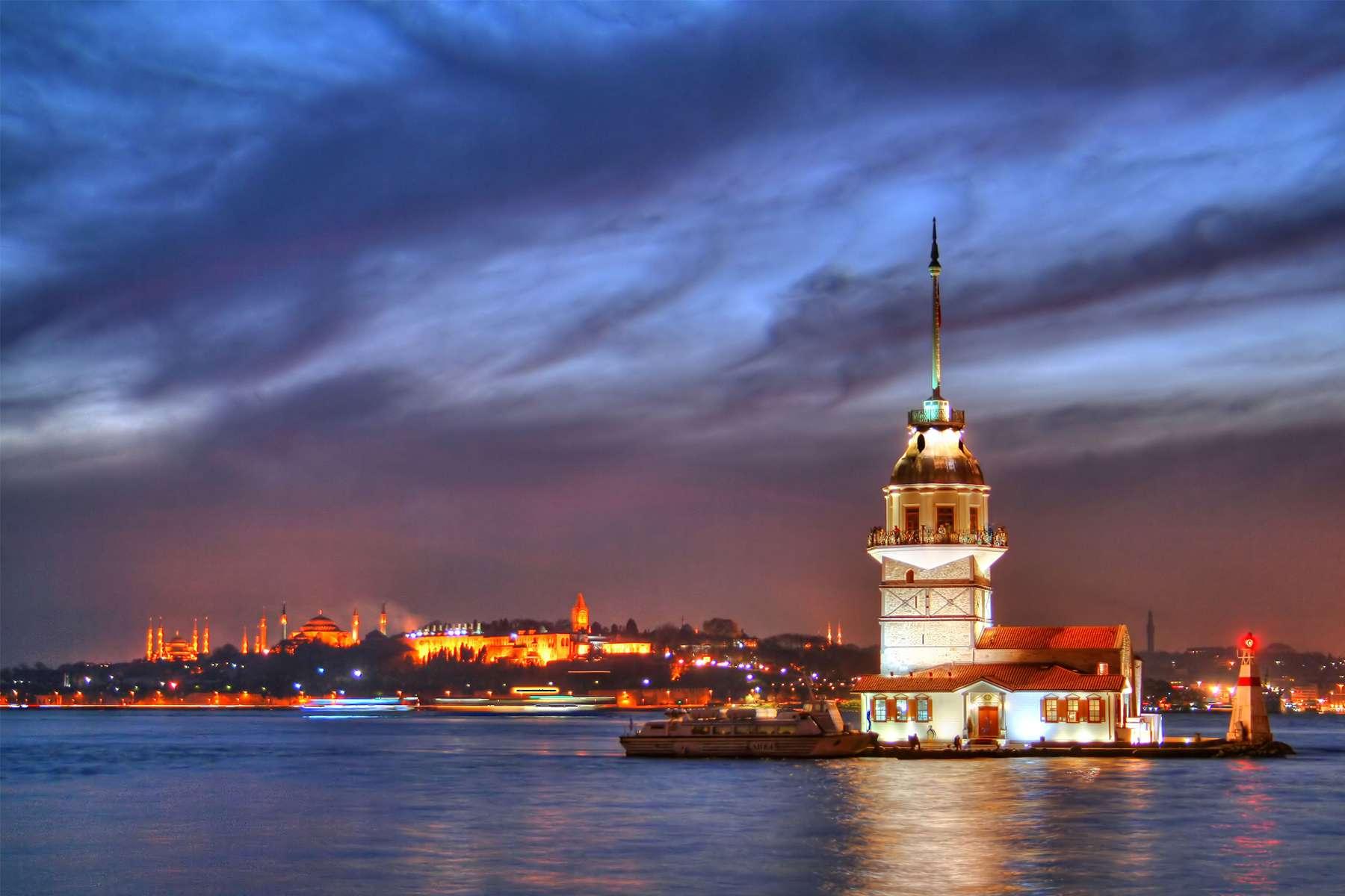 تور های لحظه آخری استانبول از تبریز